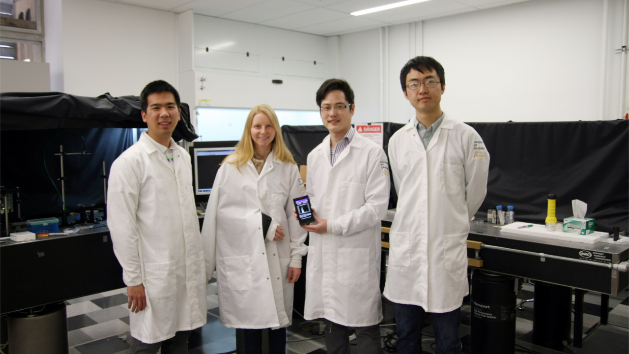 Imaging and Sizing of Single DNA Molecules on a Mobile Phone